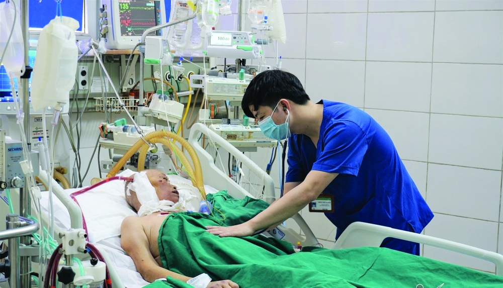 """Tết của bác sĩ trẻ giành sự sống cho bệnh nhân từ """"thần chết Covid"""""""
