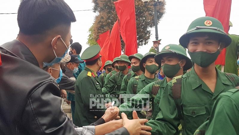 Lễ giao, nhận quân tại huyện Mê Linh đảm bảo nhanh, gọn và trang trọng