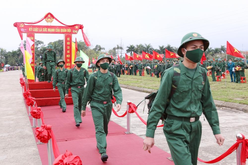Lễ giao, nhận quân tại tỉnh Thái Nguyên diễn ra trang trọng, ngắn gọn, an toàn