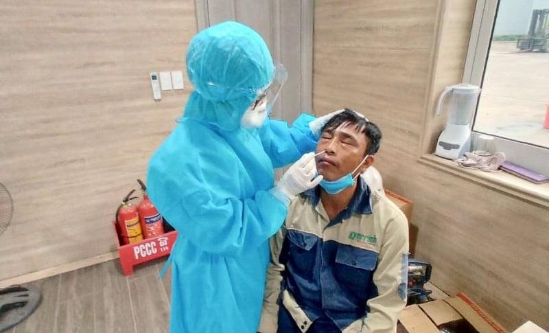 Thái Nguyên: Phòng khám đa khoa Ngôi Sao xét nghiệm SARS-CoV-2 miễn phí cho hơn 500 công nhân