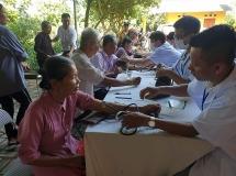 Khám, cấp thuốc miễn phí cho 500 người dân Bắc Giang