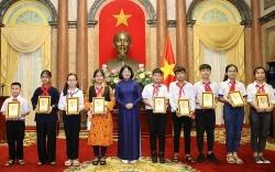 Phó Chủ tịch nước gặp mặt Đoàn đại biểu Cháu ngoan Bác Hồ