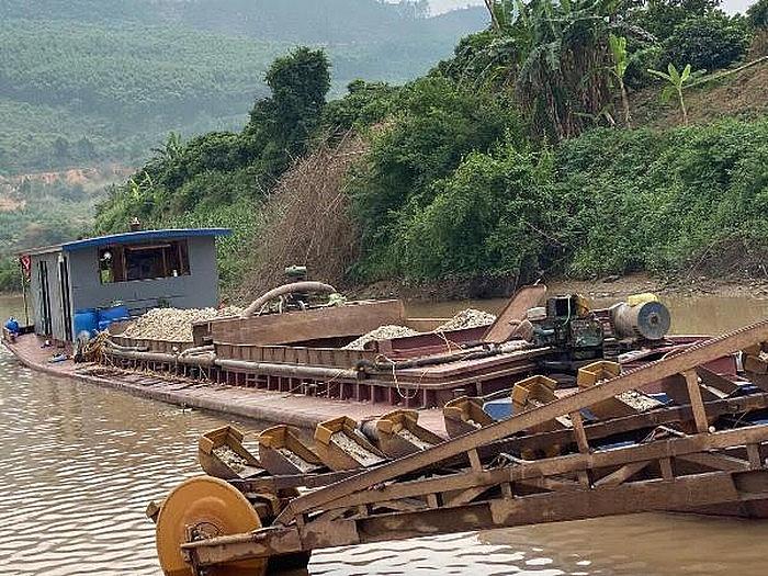 Bắc Giang: Xử phạt một cá nhân hơn 200 triệu đồng vì khai thác cát trái phép