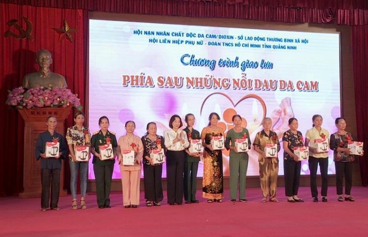 Quảng Ninh: Biểu dương phụ nữ có công nuôi dưỡng nạn nhân chất độc da cam