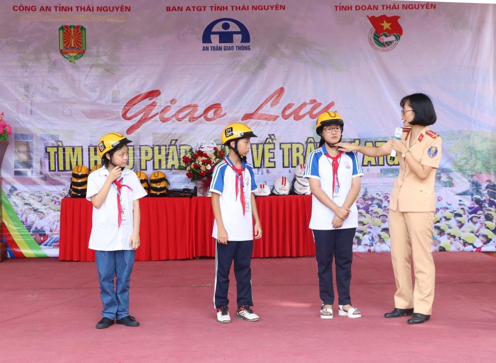Thái Nguyên: Tuyên truyền kiến thức pháp luật về ATGT cho học sinh