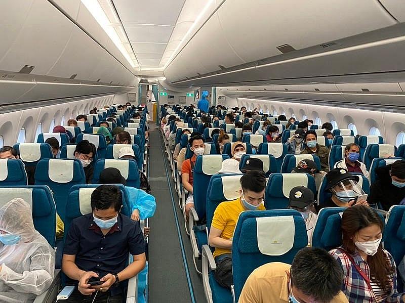 Bắc Giang đón 618 người dân ở phía Nam về quê bằng máy bay