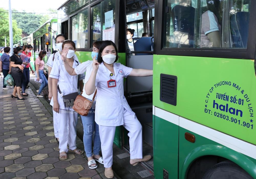 Thái Nguyên cử 199 cán bộ y tế, sinh viên hỗ trợ TP Hà Nội chống dịch