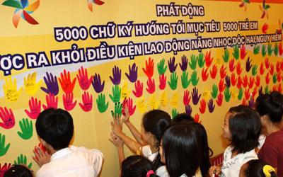khong duoc su dung lao dong la nguoi duoi 13 tuoi lam viec o cac lang nghe