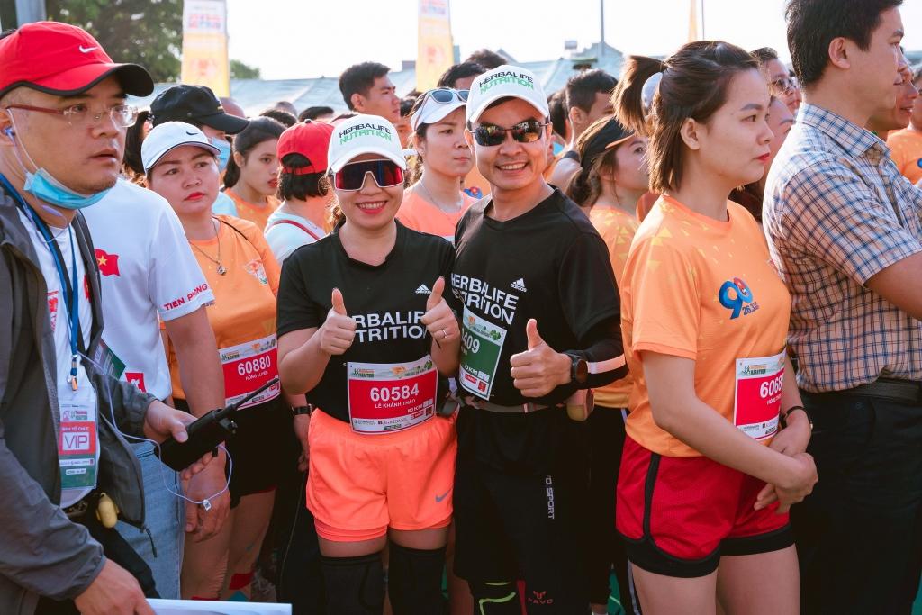 Các vận động viên trước giờ xuất phát tại giải Tiền Phong Marathon 2021