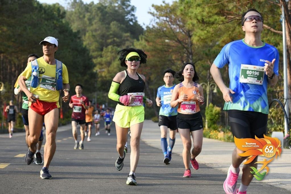 Herbalife Việt Nam hỗ trợ tổ chức Giải Vô địch quốc gia marathon và cự ly dài báo Tiền phong