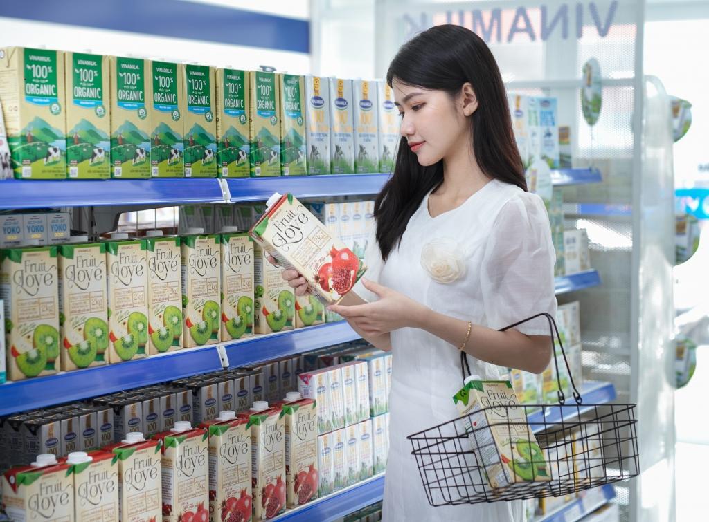 Tại các cửa hàng Vinamilk Giấc Mơ Sữa Việt, người tiêu dùng dễ dàng tìm thấy nhiều sản phẩm sữa và thức uống dinh dưỡng cho cả gia đình