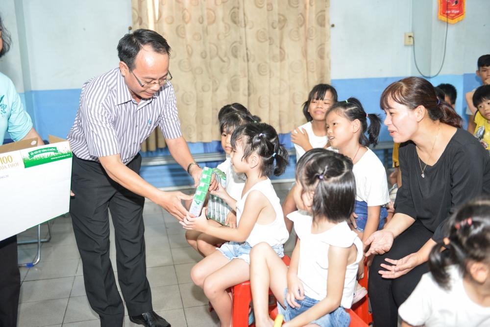 Trẻ em TP HCM được chăm sóc dinh dưỡng từ Vinamilk và Quỹ sữa Vươn cao Việt Nam