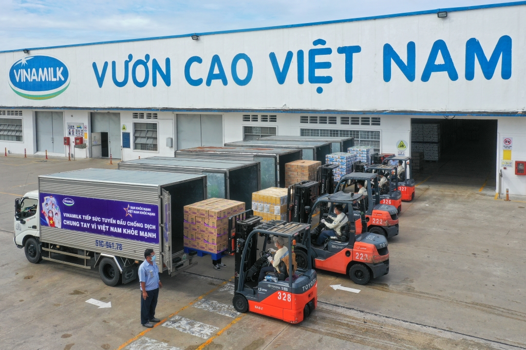 Vượt trở ngại Covid, Vinamilk vẫn đảm bảo sản xuất, cung ứng để kịp thời tiếp sức lực lượng tuyến đầu và cộng đồng