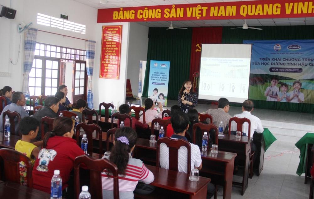 BS. CK1 Nguyễn Vĩnh Hoàng Oanh, Trung tâm Tư vấn Dinh dưỡng Vinamilk tập huấn kiến thức chuyên môn về dinh dưỡng cho trẻ
