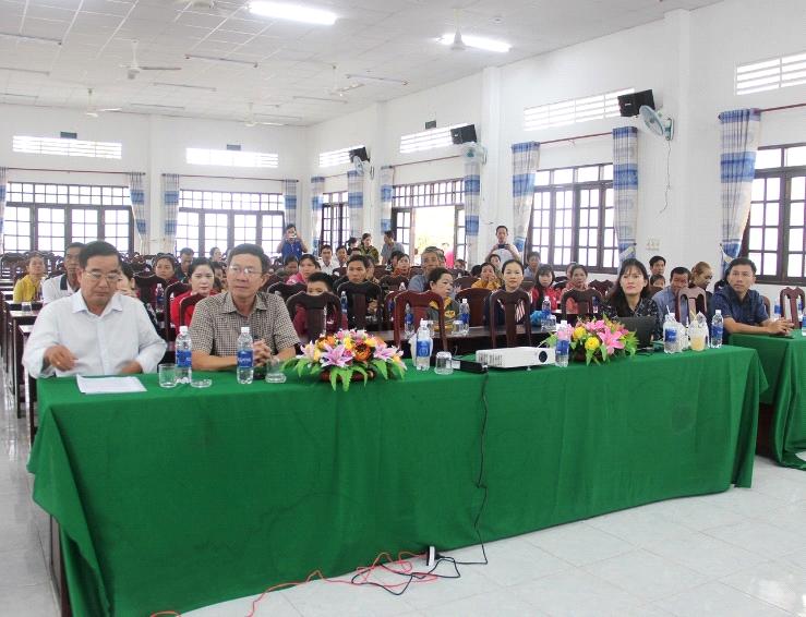 Các khách mời, thầy cô giáo và phụ huynh trường Tiểu học Ngô Hữu Hạnh 1 tham dự buổi tập huấn