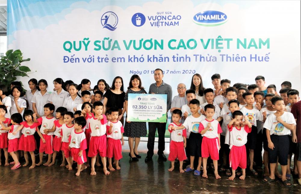 Để tăng cường chăm sóc dinh dưỡng cho trẻ em, chương trình Quỹ sữa Vươn cao Việt Nam và Sữa học đường được Vinamilk tích cực triển khai tại nhiều địa phương cả nước