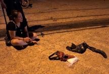 """""""Đụng"""" cảnh sát, nữ hành khách ném ma túy, lao khỏi xe chạy trốn"""