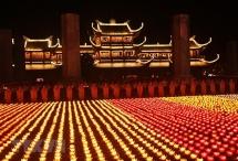 Lung linh Đại lễ Hoa đăng cầu hòa bình thế giới tại chùa Tam Chúc