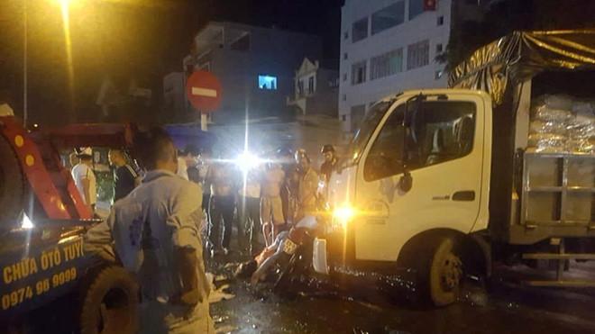 Xe cứu hộ tông xe máy, người phụ nữ bị thương, 3 cháu nhỏ nguy kịch