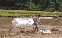 Thanh Hóa: Lội suối đi làm đồng, vợ chồng trẻ bị điện giật tử vong