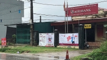 Cướp mặc áo mưa xông vào ngân hàng Agribank ở Phú Thọ