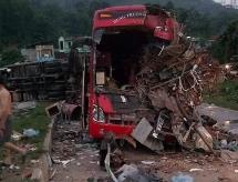 Hòa Bình: Xe chở sắt vụn tông vào ô tô khách, hơn 30 người thương vong