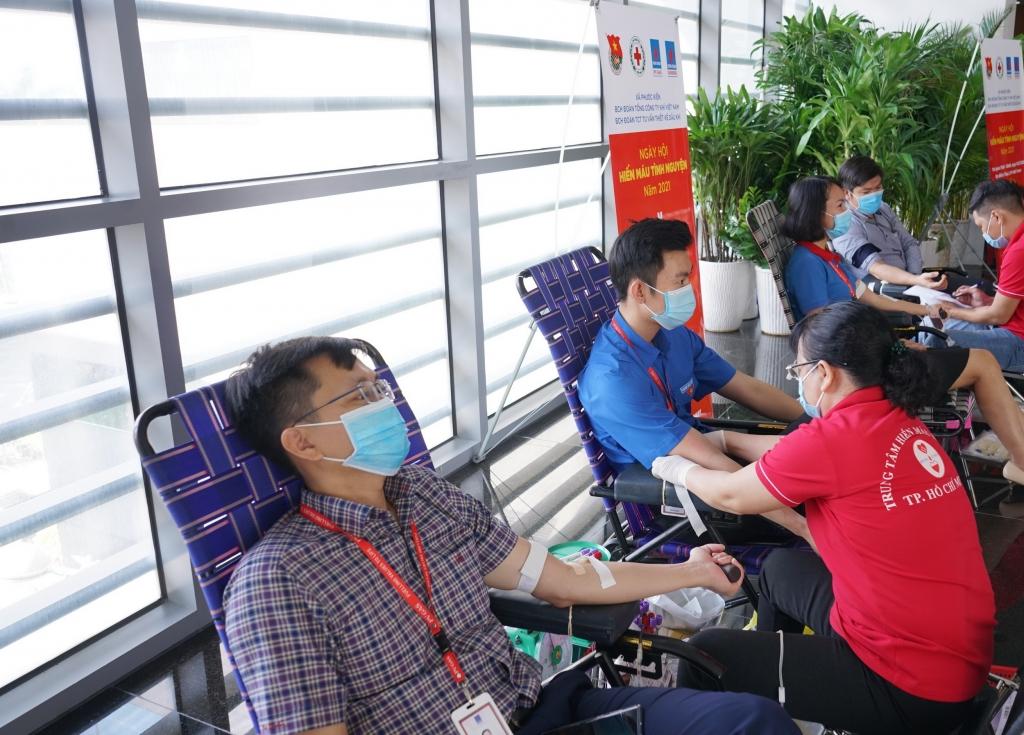 Quy trình hiến máu được thực hiện nghiêm ngặt, bảo đảm phòng chống dịch bệnh