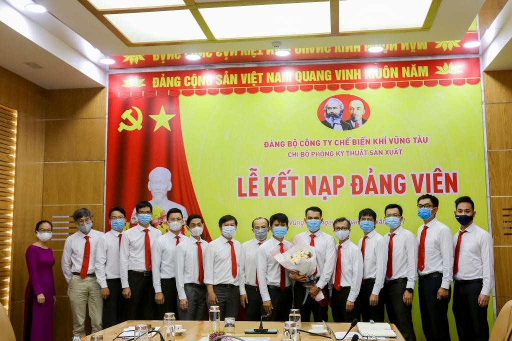 Chi bộ chúc mừng Đảng viên mới