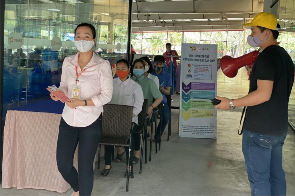 Gần 3.000 người lao động Tân Đệ hoàn thành cấp thẻ căn cước công dân gắn chip