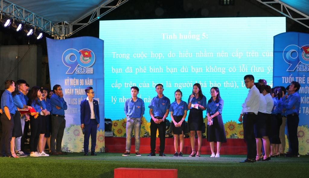 """Các đội tham gia phần thi ứng xử của Hội thi """"Thanh niên với văn hóa Doanh nghiệp"""""""
