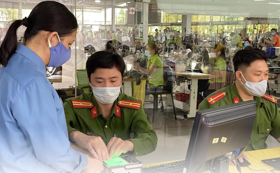 Gần 100% người lao động Tân Đệ hoàn thành thủ tục cấp thẻ CCCD gắn chip