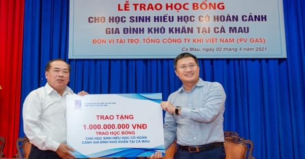 PV GAS tặng 500 suất học bổng trị giá 1 tỷ đồng tới học sinh hiếu học Cà Mau