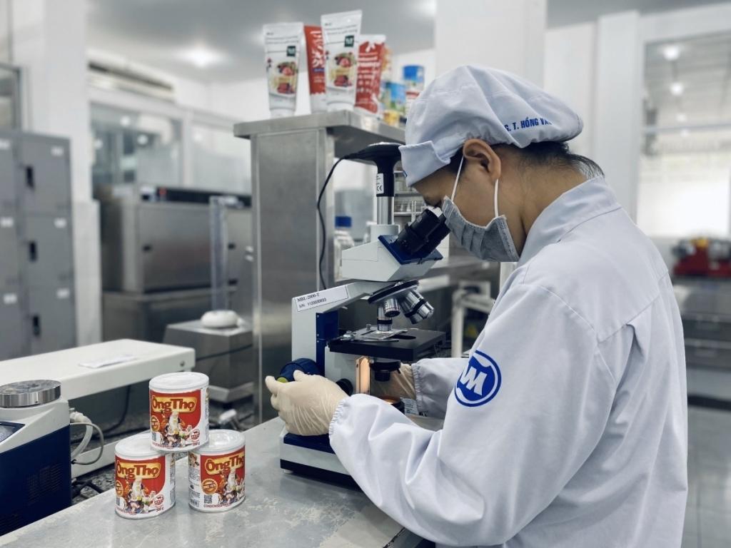 Các nhà máy Vinamilk hiện sở hữu nhiều giấy chứng nhận tiêu chuẩn quốc tế nghiêm ngặt để đảm bảo chất lượng sản phẩm