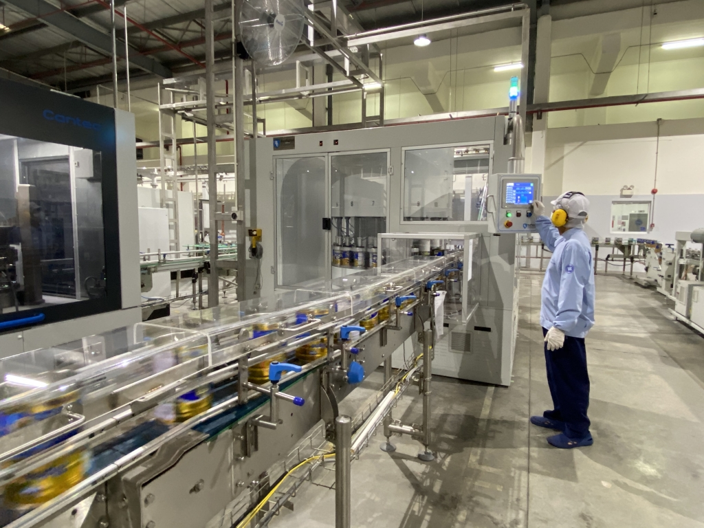 Nhà máy sữa bột Việt Nam ứng dụng công nghệ 4.0 trong sản xuất, đảm bảo sản phẩm đạt chất lượng khi đến tay người tiêu dùng