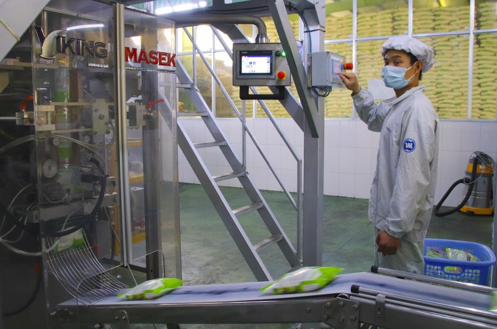 Dây chuyền đóng gói đường tinh luyện tại Nhà máy Vietsugar
