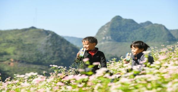 Quỹ sữa Vươn cao Việt Nam tiếp tục hành trình trao sữa tới trẻ em tại 26 tỉnh, thành