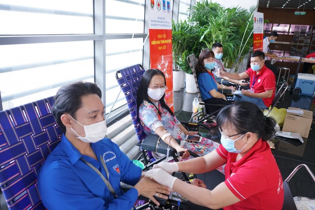 Tuổi trẻ PV GAS tham gia hiến máu phục vụ các mục tiêu y tế khẩn cấp