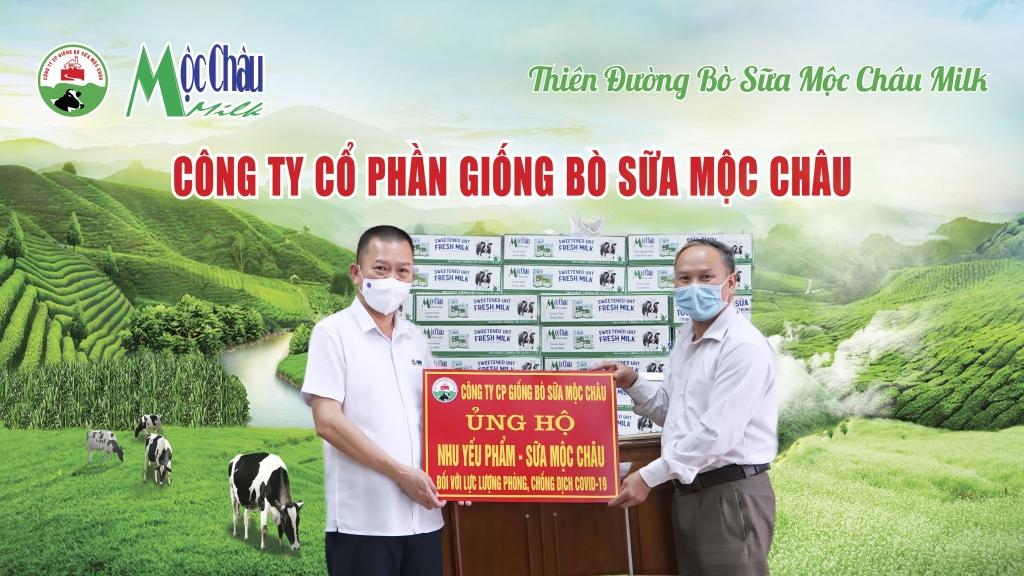 Hơn 50.000 sản phẩm, tương đương gần 400 triệu đồng, được Mộc Châu Milk trao tặng tới đại diện các tỉnh