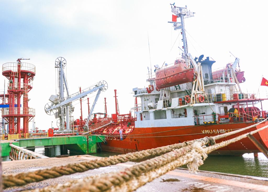 Tàu vào nhận LPG tại Cảng PV GAS Vũng Tàu