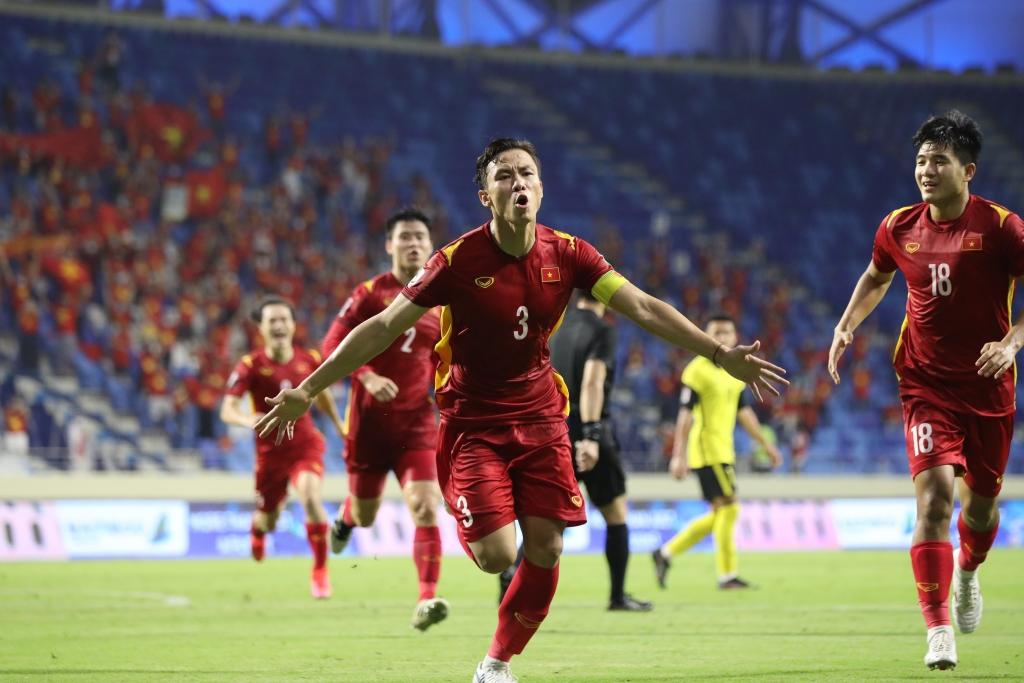 Khoảnh khắc ghi bàn vỡ òa trên sân UAE, đền đáp xứng đáng cho những nỗ lực của các chàng trai vàng đội tuyển Việt Nam