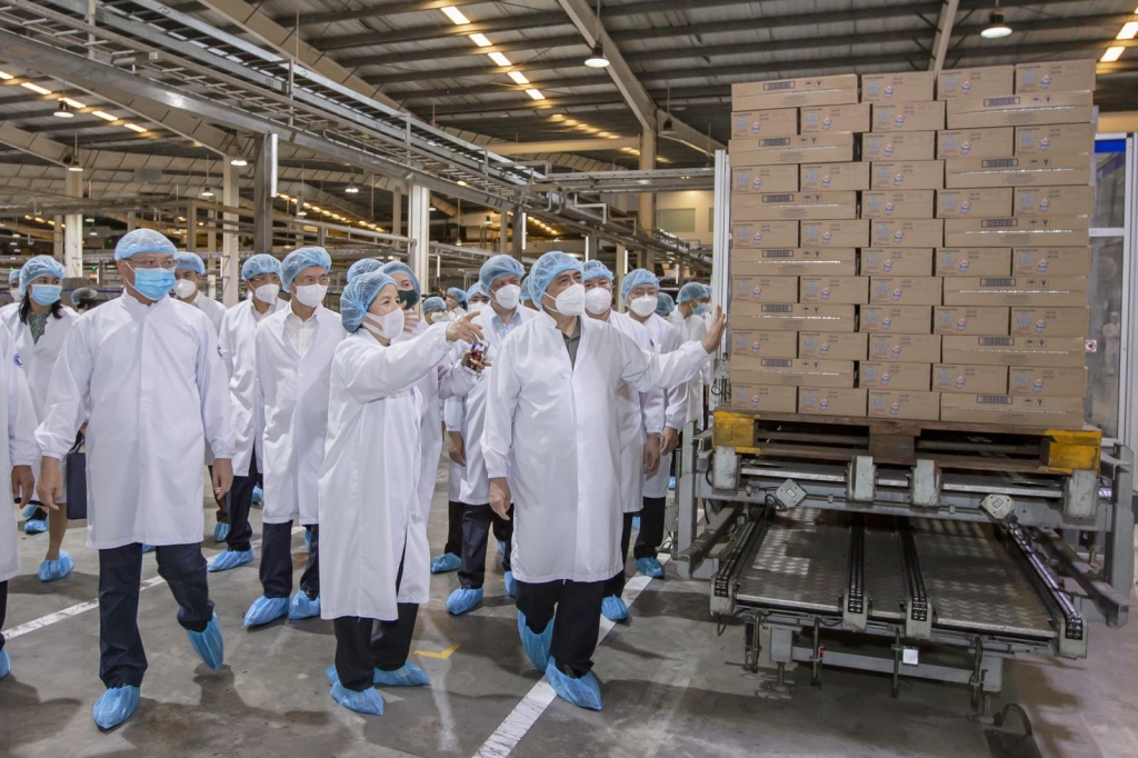 Thủ tướng đánh giá cao tinh thần chủ động phòng, chống dịch Covid-19 của Vinamilk và các doanh nghiệp