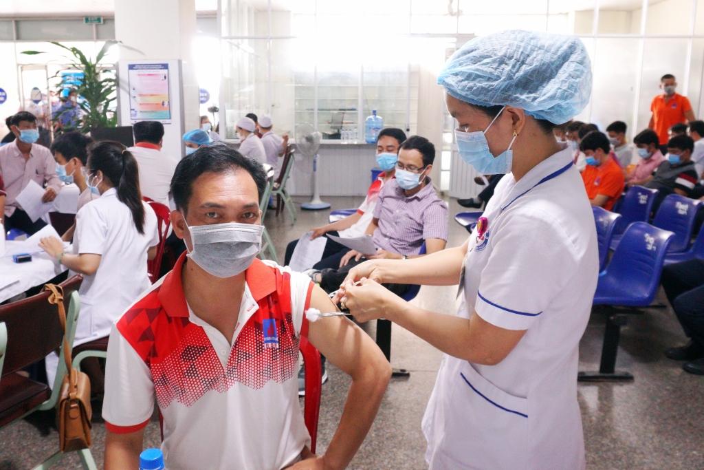 1.000 người lao động BSR đã được tiêm mũi thứ nhất vắc-xin phòng Covid-19 AstraZeneca.