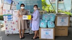 Món quà sức khỏe Vinamilk gửi đến bác sĩ, bệnh nhi F0 tại Bệnh viện Trưng Vương TP HCM