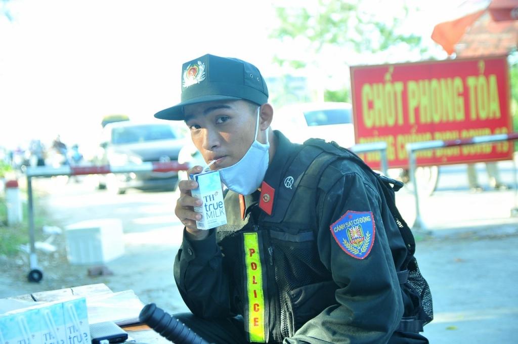 Các chiến sĩ cảnh sát