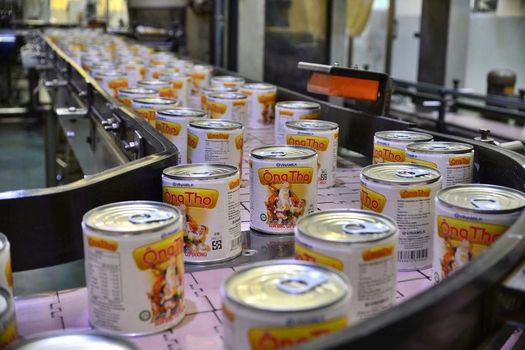 Dây chuyền sản xuất sữa đặc hiện đại chuẩn quốc tế tại nhà máy của Vinamilk
