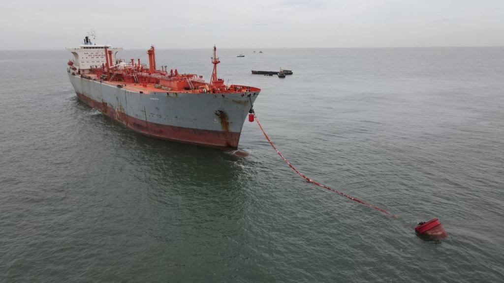 Tàu kho nổi Viet Dragon 68 tại khu neo Hải Hà – Diêm Điền – Thái Bình