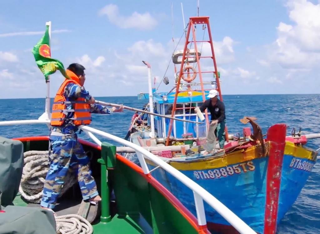 Tuần tra phát hiệu tàu cá vi phạm hành lang an toàn tuyến ống biển