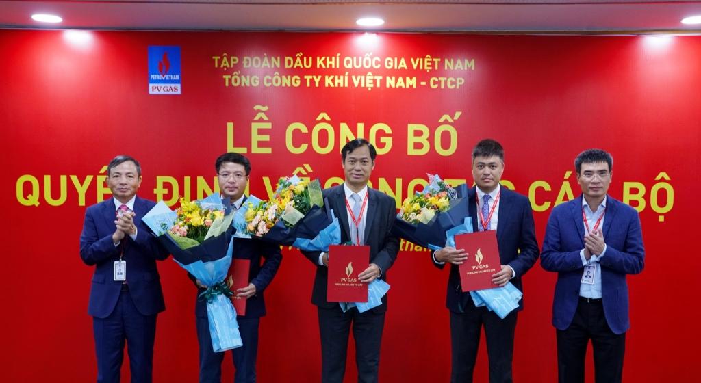Lãnh đạo PV GAS trao quyết định bổ nhiệm cho Giám đốc KĐN (thứ 2 từ trái qua)