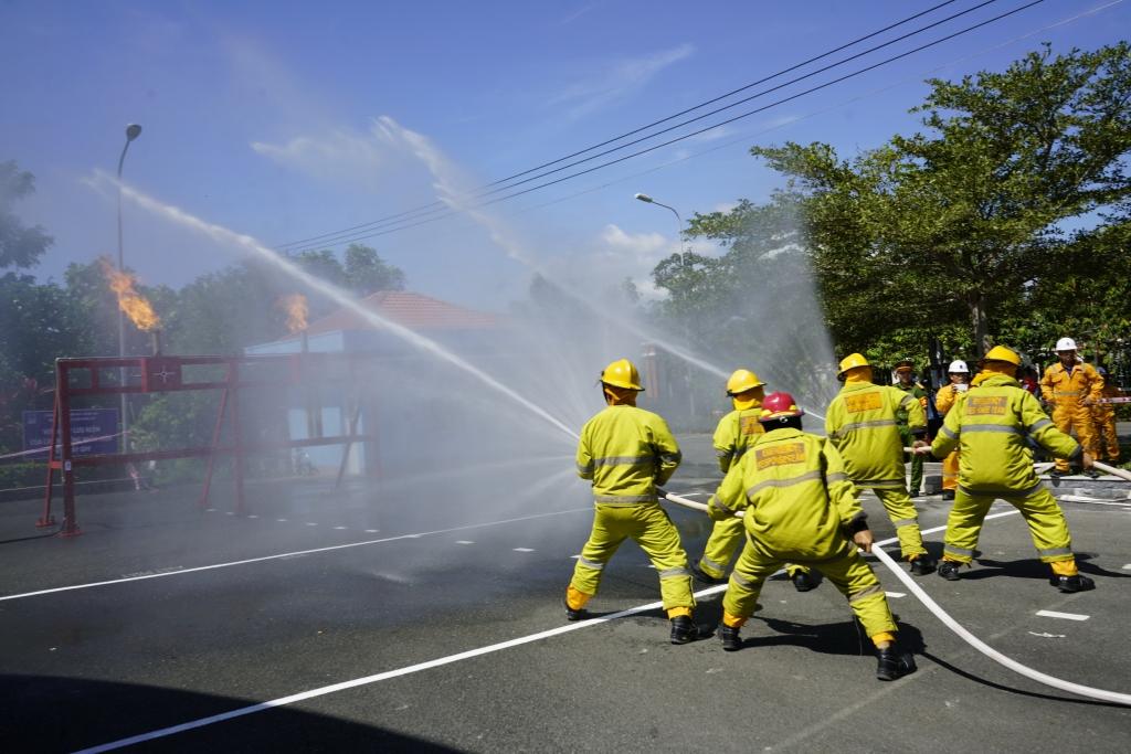 KĐN thường xuyên tổ chức luyện tập PCCC để đảm bảo an toàn hệ thống khí