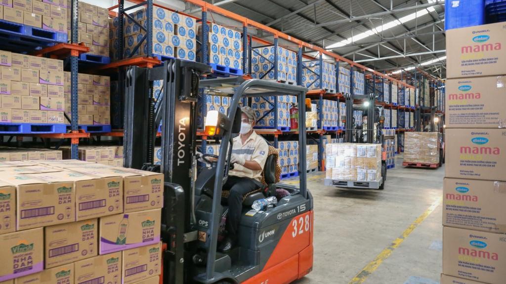 Sự nỗ lực của CB-CNV Vinamilk và các biện pháp phòng dịch chặt chẽ giúp Vinamilk đảm bảo các hoạt động cung ứng sản phẩm an toàn, liền mạch